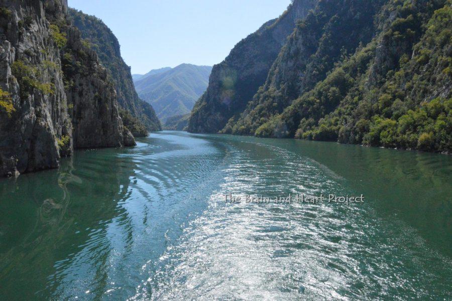 Nord Albania: Koman – Fierze un traghetto dove non te lo aspetti.